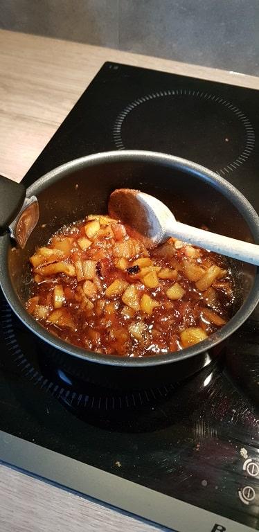 tarte aux pommes mélanger pour faire la confiture de pomme