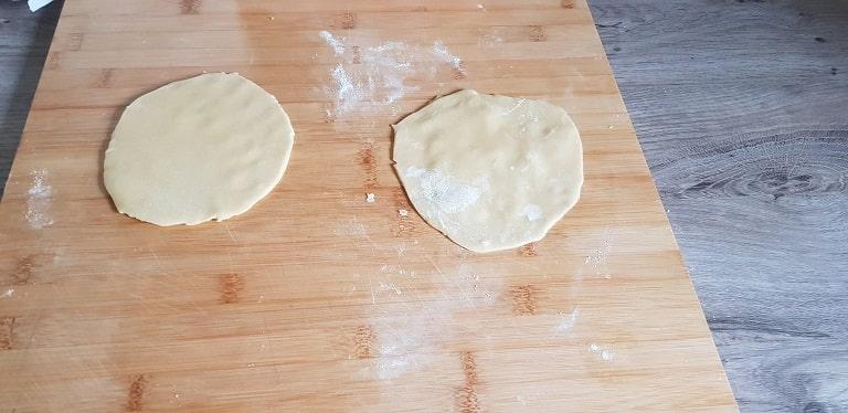 tarte confiture de pomme faire des ronds avec la pâte